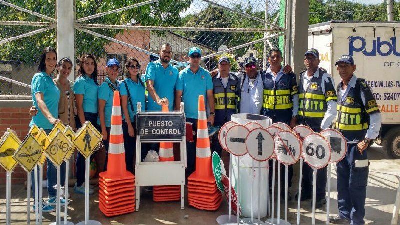 Malambo recibe kit educativo de señalizaciones y puestos de control