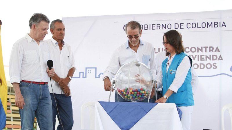 Santos y Verano sortearon viviendas gratis para 368 familias del Atlántico