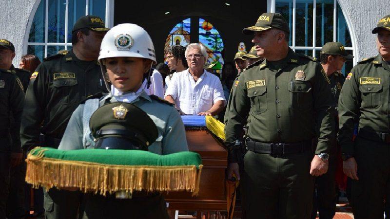 Autoridades despiden a los policías que murieron por atentado en Barranquilla