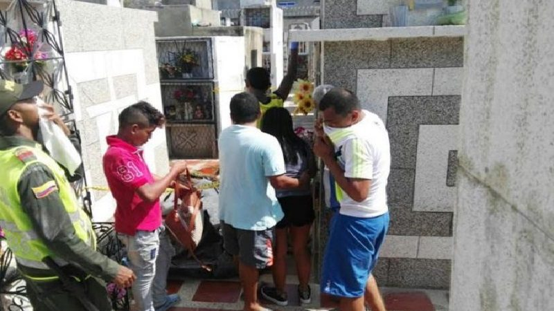 Joven sacó a su primo de una tumba para desearle Feliz Año en Santa Marta