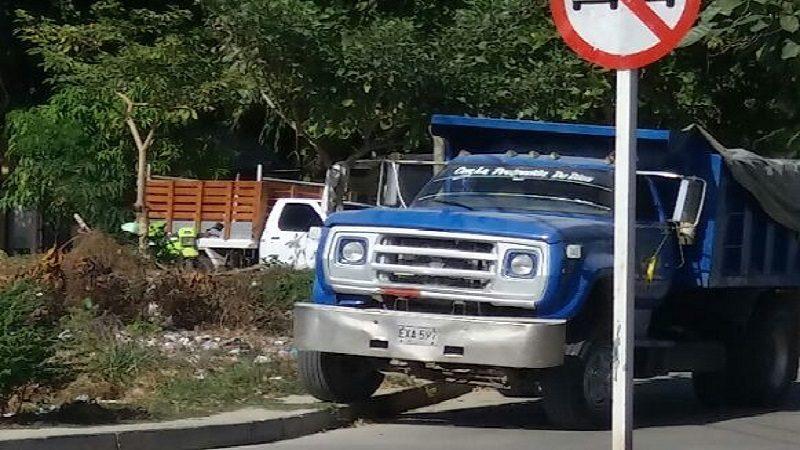 Muere hombre al ser atropellado por una volqueta en el barrio Las Terrazas