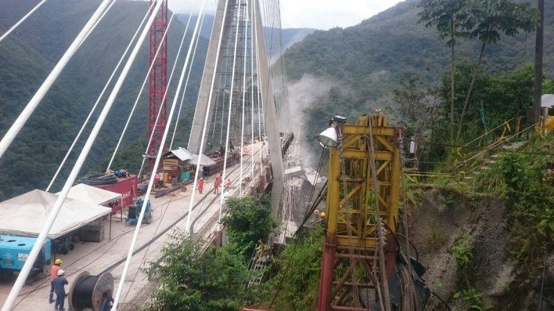 Mueren 9 personas al caer puente en vía Bogotá-Villavicencio