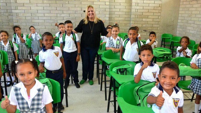 Recargados de energía, más de 187.000 estudiantes de Barranquilla inician nuevo año escolar