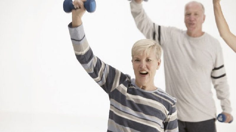 Aprenda cómo hacer ejercicio a los 50, si nunca lo ha hecho