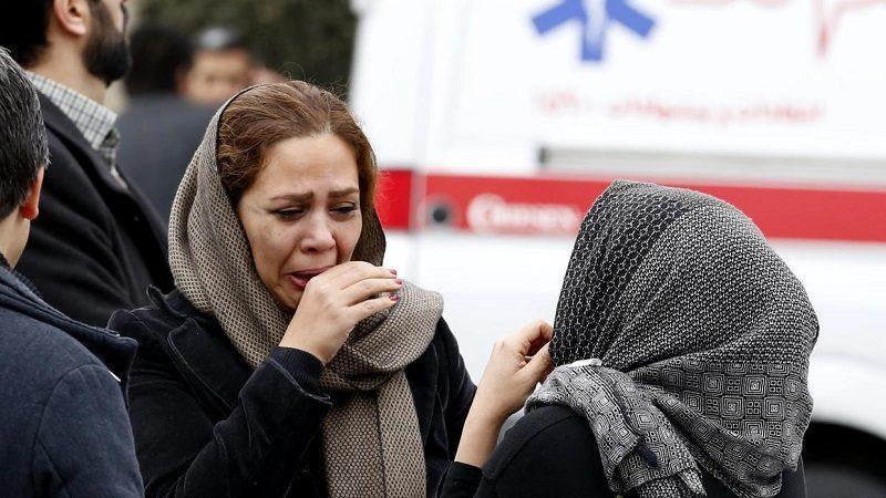 Avión con 66 ocupantes se estrella en zona montañosa de Irán