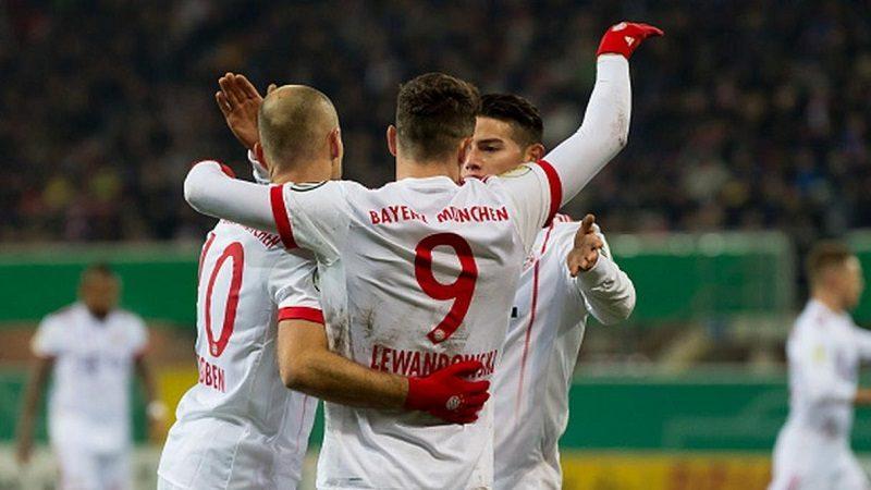 Gran partido de James en la goleada 0-6 del Bayern Múnich contra Paderborn