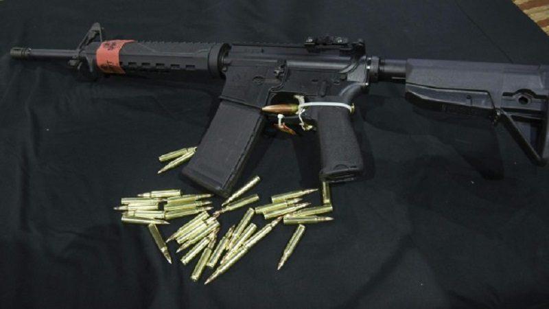 Hallan armas en casa de joven que amenazó con disparar en escuela de California