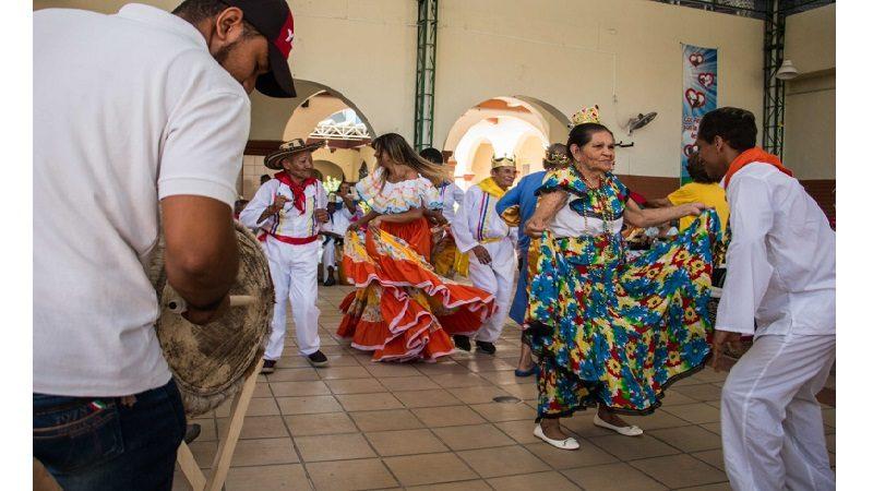 Los adultos mayores también viven y gozan el Carnaval del Atlántico