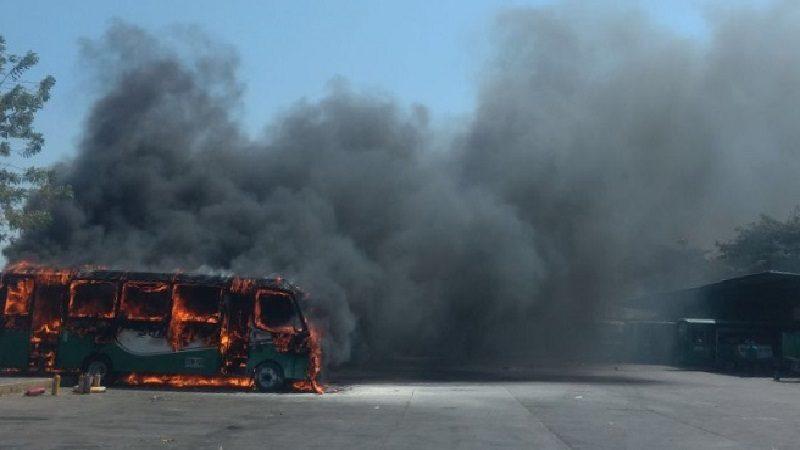 Pánico por bus de Sobusa que se incendió en la nevada