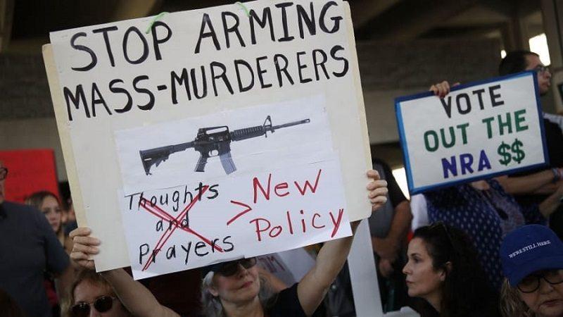 Sobrevivientes a las masacre de Florida protestan para exigir reforma en leyes de armas