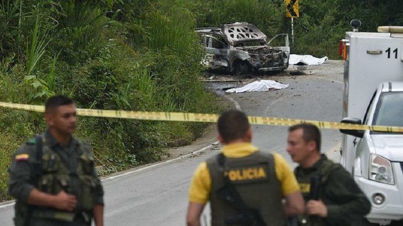 Asesinan a dos policías en ataque con explosivos