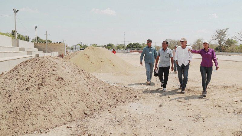 Avanza construcción de cancha FIFA, parque y normalización eléctrica en corregimiento de Molineros
