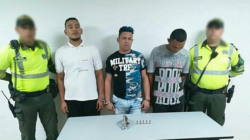 Capturan a tres atracadores que iban un taxi por el barrio El Limón