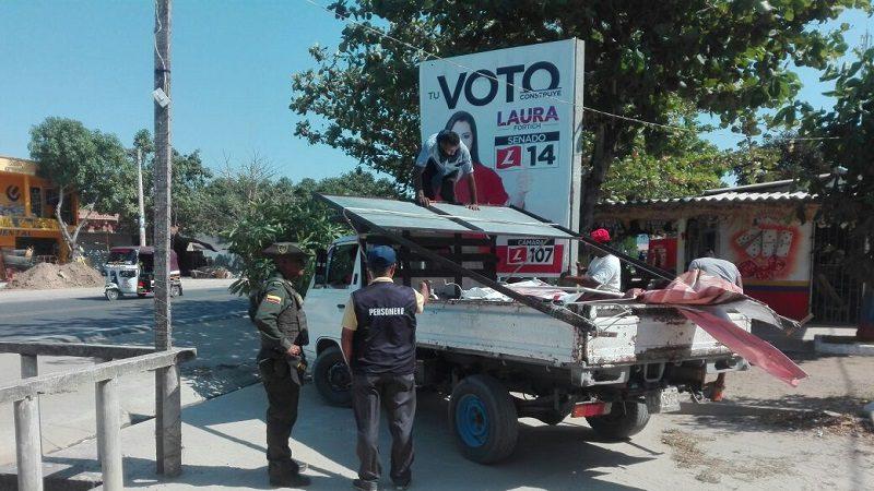 Desmontan 22 vallas ilegales de publicidad política en Santo Tomás