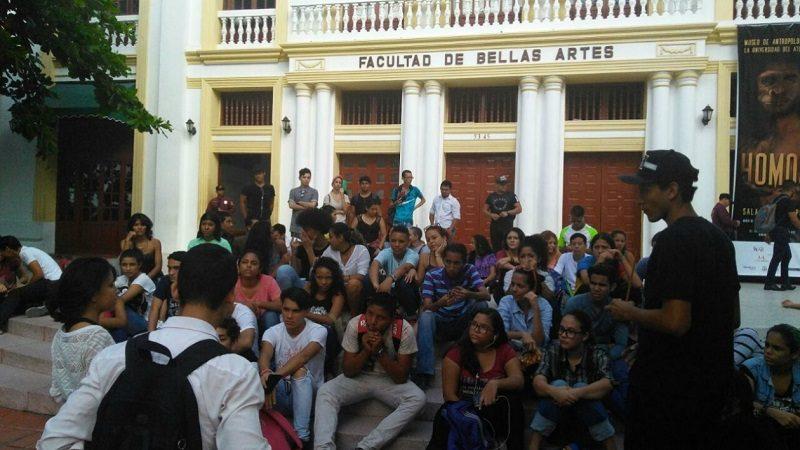Trasladan a estudiantes de Bellas Artes a sede de la carrera 43 por mal estado de edificación