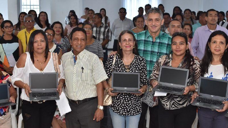 Alcaldía de Malambo entregó 143 portátiles a los docentes del municipio