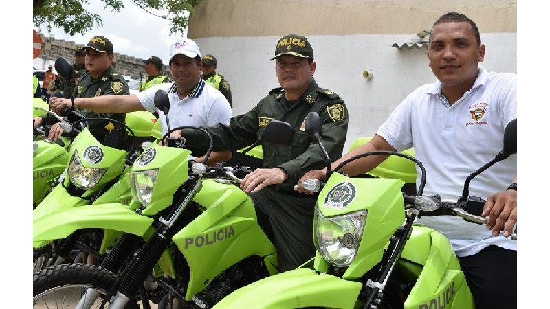 Alcaldía de Malambo entrega 15 motos y dos camionetas a la Policía del municipio