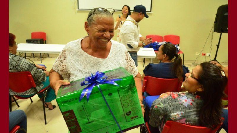 Artesanos de Soledad reciben insumos y herramientas para fortalecer su labor