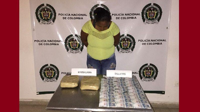 Cae mujer que utilizaba a su hija de 7 años para transportar marihuana, en Sabanalarga