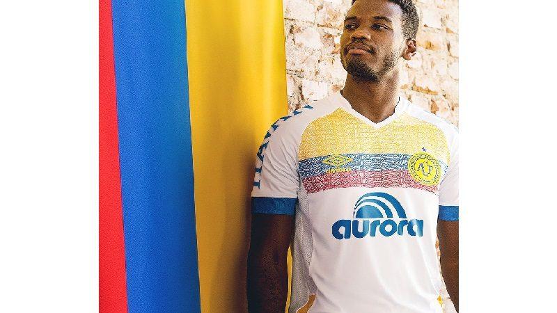 Chapecoense lanza camiseta en homenaje a Colombia
