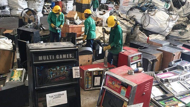 Coljuegos destruye en Barranquilla primeras 59 máquinas tragamonedas ilegales