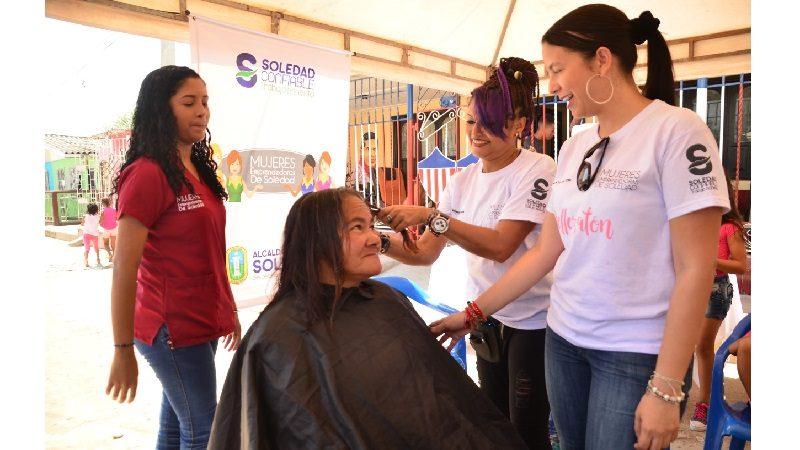 Con 45 soledeñas voluntarias Alcaldía brindó jornada gratuita de belleza en El Porvenir