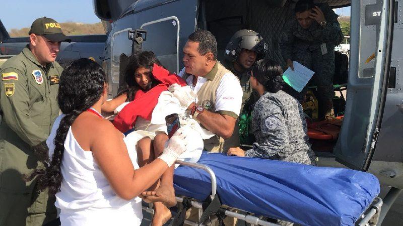 En helicóptero rescatan a mujer indígena embarazada que sufrió un accidente en la Sierra Nevada