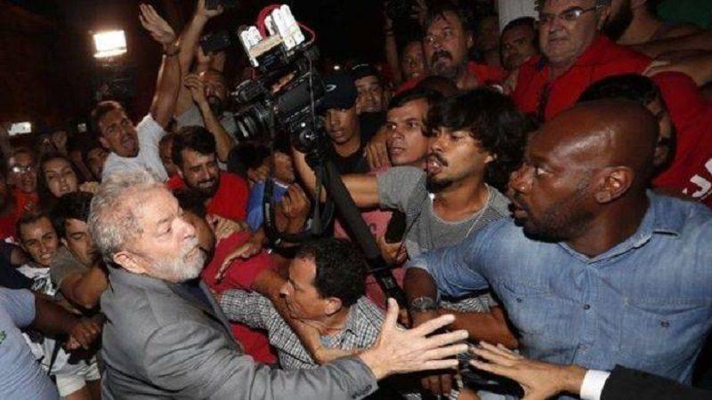 Expresidente de Brasil, Lula da Silva, se entregó a la policía