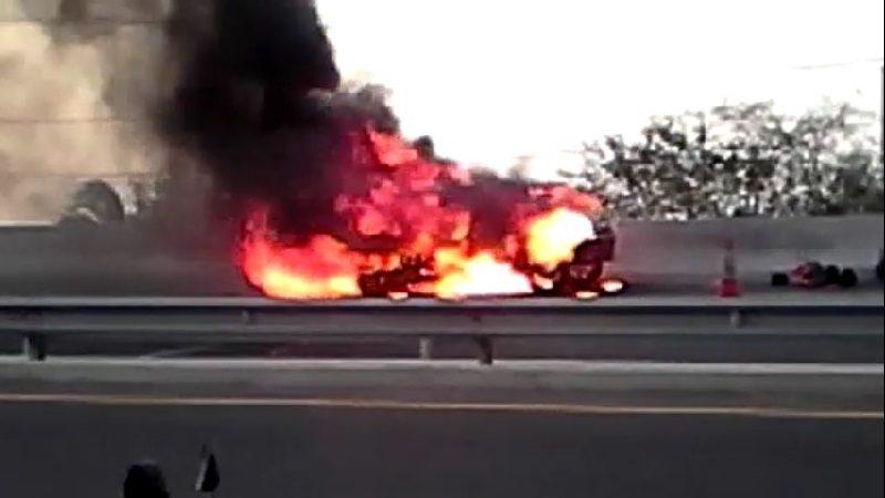 Pánico en la Vía al Mar por carro que se incendió