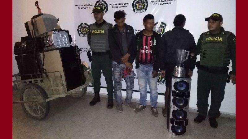 Saquearon una finca en Aguada de Pablo, huyeron en moto y los capturó la Policía