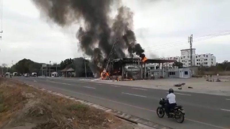 Bus se estrella contra estación de gasolina en Santa Marta