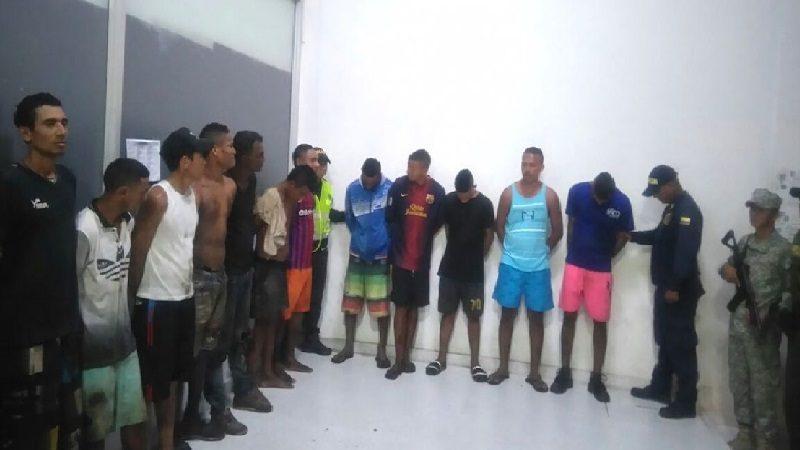Capturan a 15 personas cuando desvalijaban barcaza en el barrio Las Flores