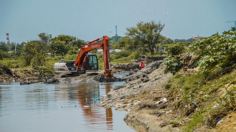 Gobernación, alcaldía de Soledad y Ejército limpian arroyo El Platanal