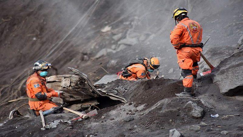 Aumenta a 99 los muertos por erupción de Volcán de Fuego en Guatemala
