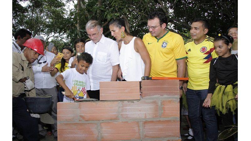 MinEducación ponen primera piedra de I.E. de Sabanalarga Fernando Hoyos Ripoll