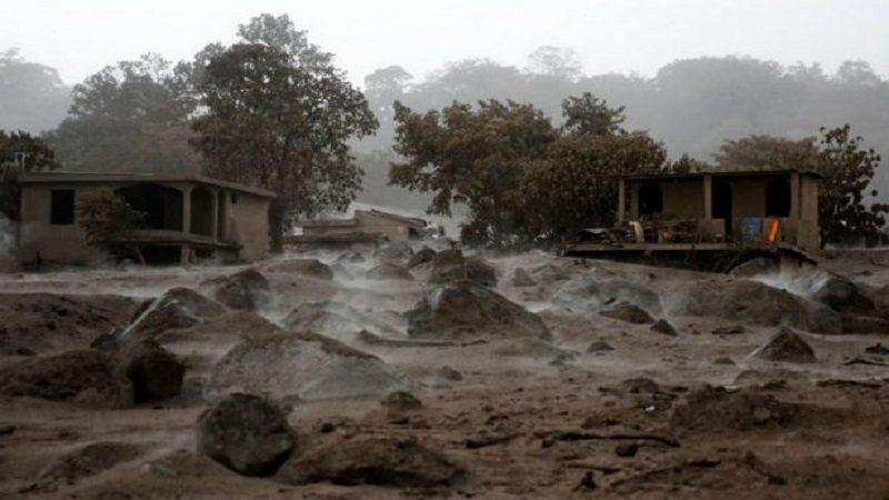 Suspenden búsqueda de desaparecidos por erupción de volcán en Guatemala