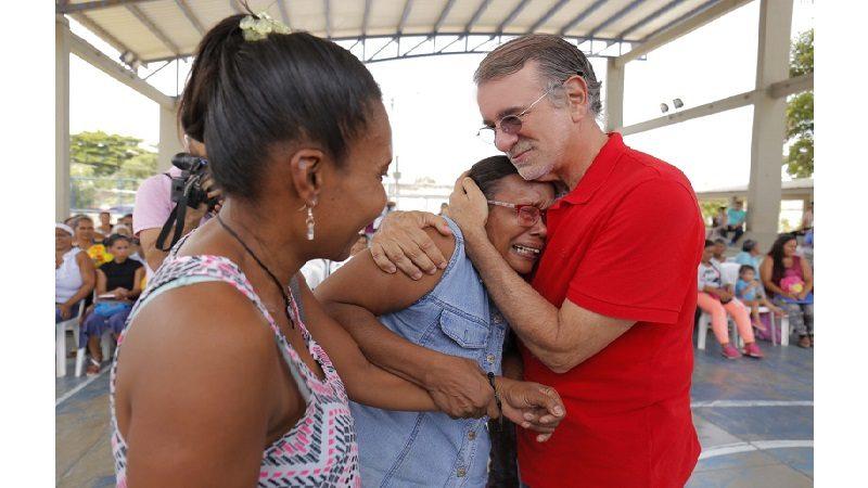 Gobernador y diputados del Atlántico entregan 109 títulos de vivienda en Malambo