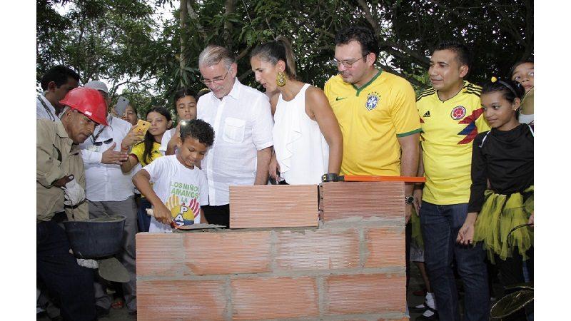 Ponen primera piedra de la I.E. Francisco Javier Cisneros de Puerto Colombia