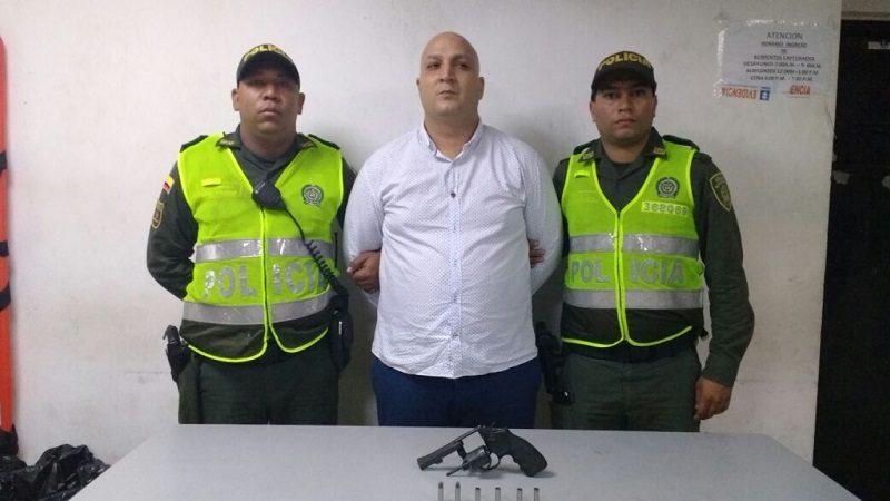 Roba un carro en el norte de Barranquilla y se enfrenta a tiros con policías en el barrio Recreo