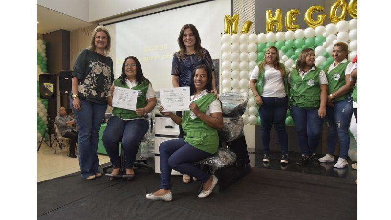 200 mujeres del Distrito finalizaron formación del programa 'Mi negocio en tu casa'