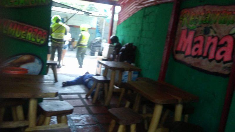 Asesinan a comerciante en restaurante del barrio Me Quejo
