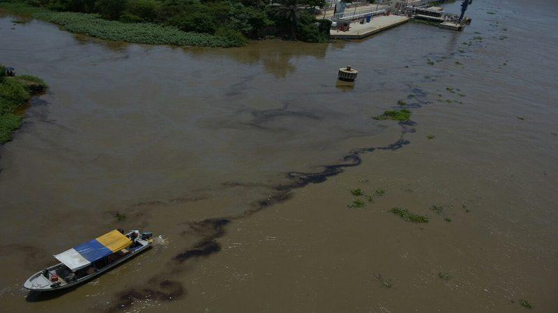 Barranquilla y Soledad sin agua por sustancia aceitosa en el río Magdalena