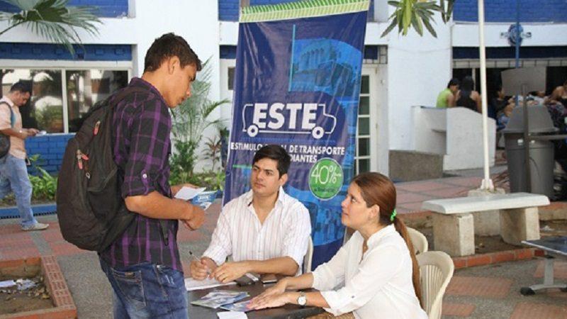 Distrito entrega tarjetas a nuevos estudiantes beneficiarios del estímulo de transporte ok