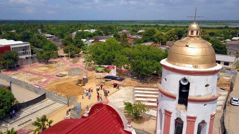 Así avanzan las obras de remodelación de la plaza del municipio de Santo Tomás