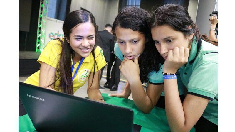 En primer día de 'Proyéctate', 2.500 estudiantes del Distrito recibieron orientación académica