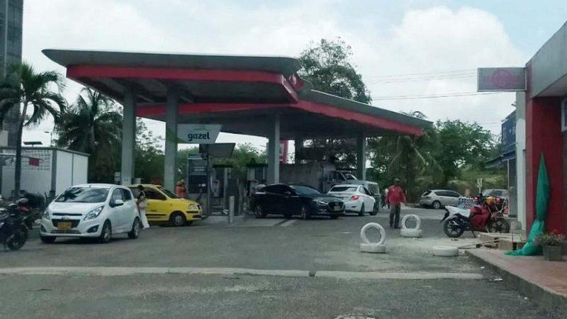 Ladrones roban arma de vigilante y $500 mil pesos, en estación de gasolina
