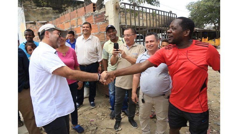 Moradores y comerciantes de Barranquillita estrenan 670 metros de vías pavimentadas