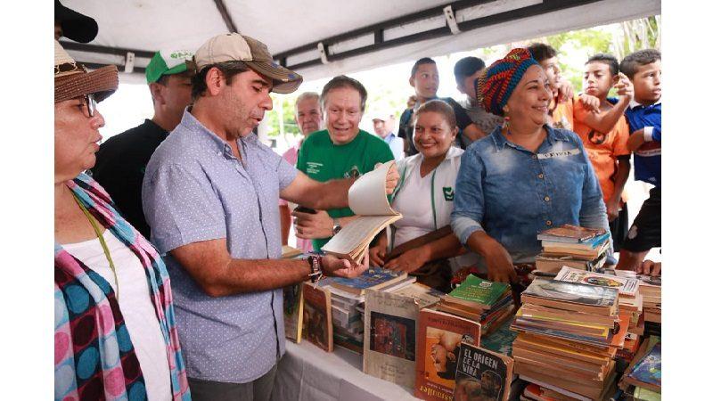 Alcalde Char entregó 5 puntos de lectura en Barranquilla