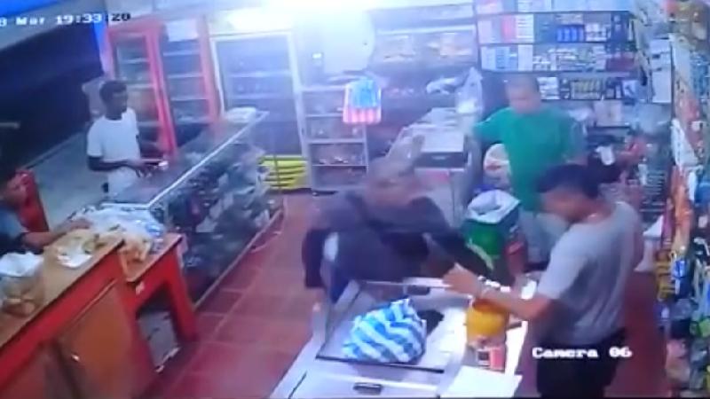 Delante de dos niños asaltan tienda en Palmar de Varela, Atlántico