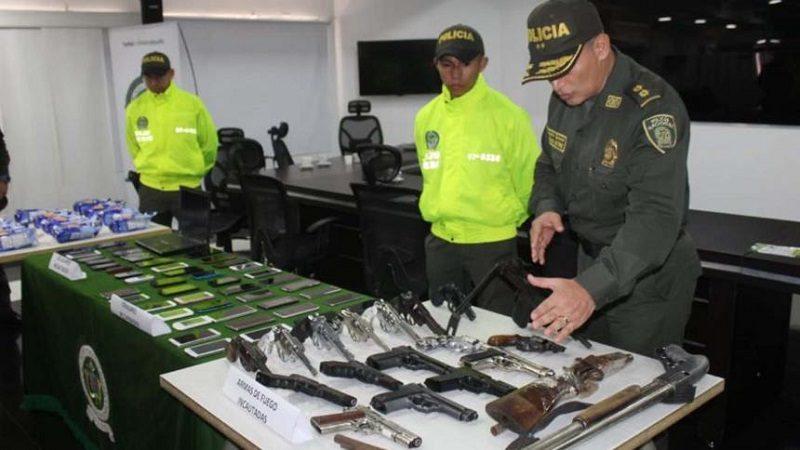 Incautan armas automáticas y celulares que eran utilizados por delincuentes en Barranquilla